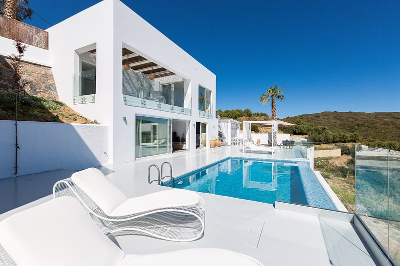 Relax on the 30m2 private pool and enjoy the sunshine!