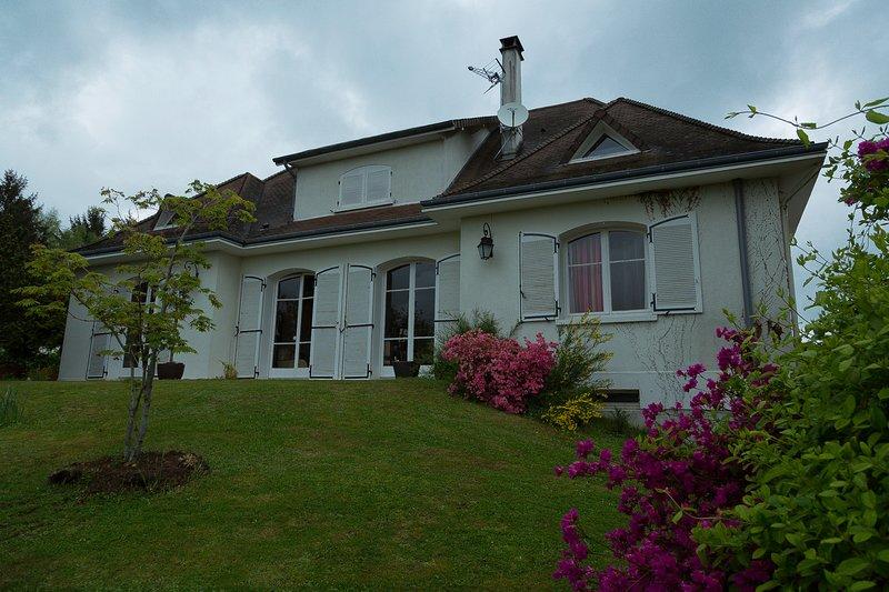 Chambre indépendante au calme à 5MN du centre de Limoges, location de vacances à Saint-Leonard-de-Noblat