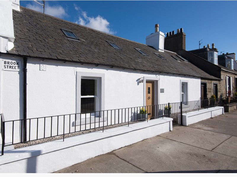The Corner Cottage in the heart of Broughty Ferry, vacation rental in St Michaels