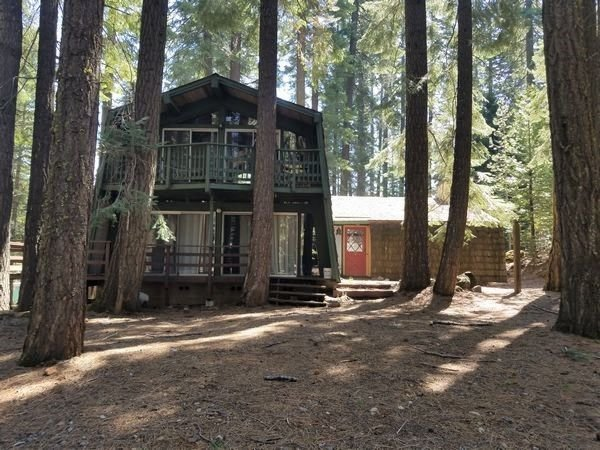 Quaint Country Club Cabin with Deck overlooking the Beach!, holiday rental in Westwood