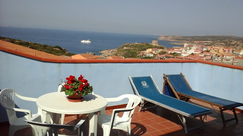 Fantastico attico con panorama spettacolare, holiday rental in Santa Teresa Gallura