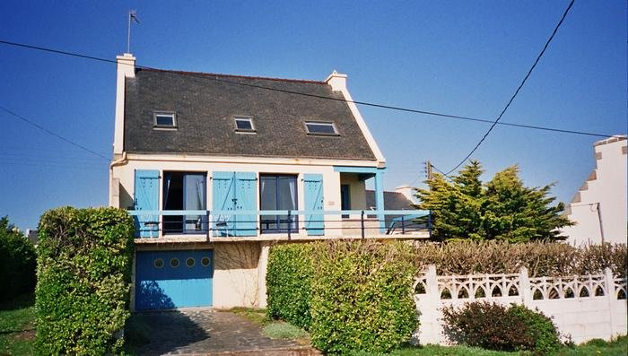 Brittany House with magnificent views of the sea, holiday rental in Plogoff
