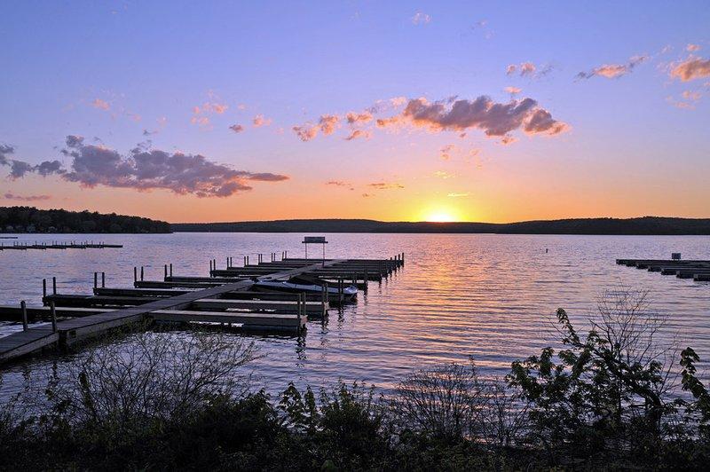 Lake Wallenpaupack- 10 Minute Drive. Boat rentals, lake tours, great restaurants & beautiful scenery