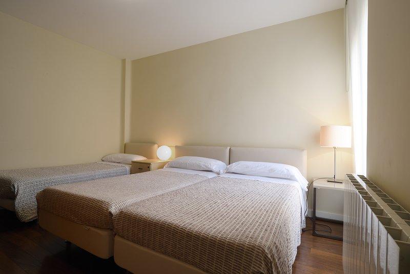 1- bedroom 3 beds 90cm