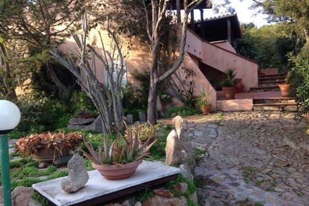 Villa con giardino al Villaggio Piras, alquiler vacacional en La Maddalena