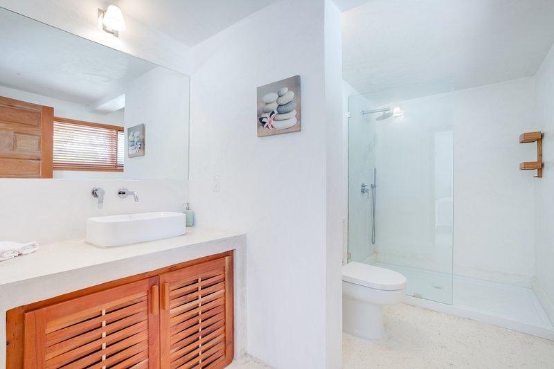 Bedroom 2 Ensuite Bath