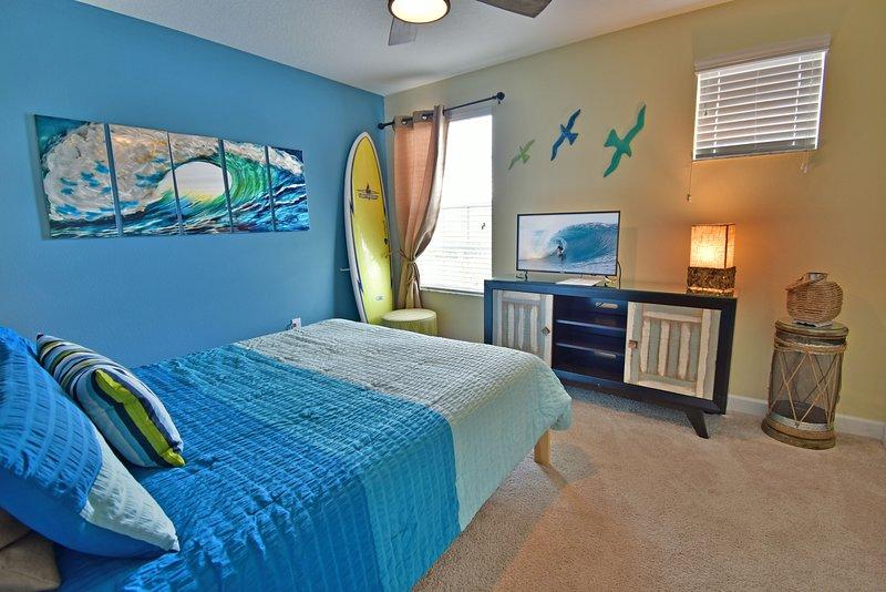 Bedroom 5 showing TV