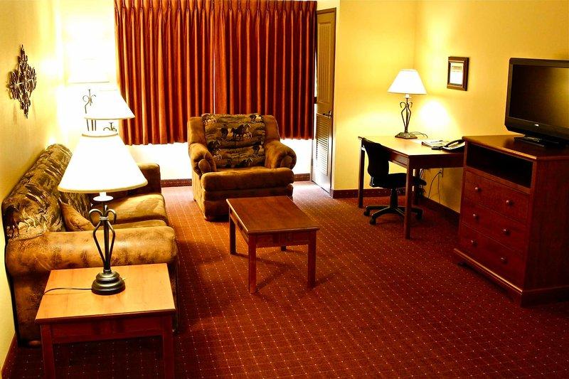 Family Travelers Choice- Living room- Full Kitchen- 3 Tv's - King Master Suite, location de vacances à Gillette