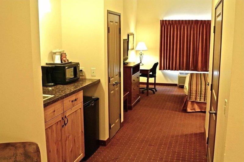 Corporate Dream Suite- 1 King Bedroom Mini Kitchen #2, location de vacances à Gillette