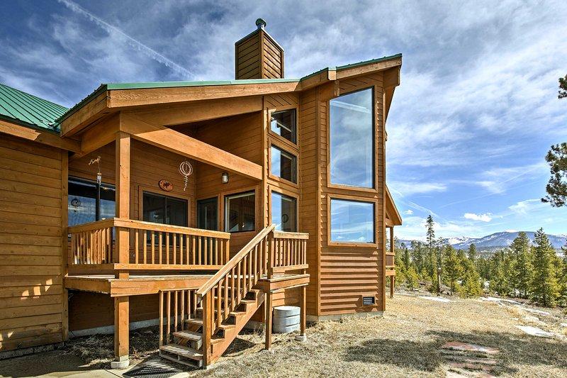 Commencez votre escapade à Grand Lake dans cette location de vacances isolée de 5 chambres à coucher et 5 salles de bain.
