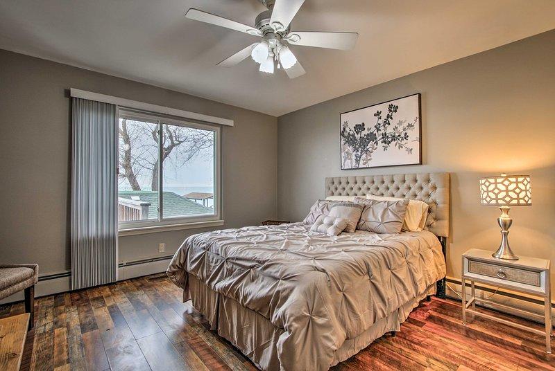 Dois quartos espaçosos aguardam para entregar uma boa noite de sono.