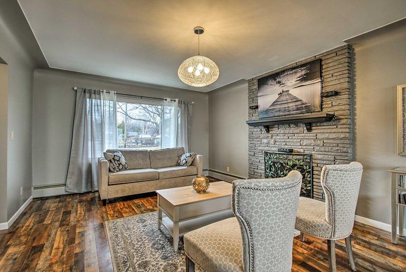 Esta casa térrea é de 1.200 pés quadrados de perfeição remodelada.