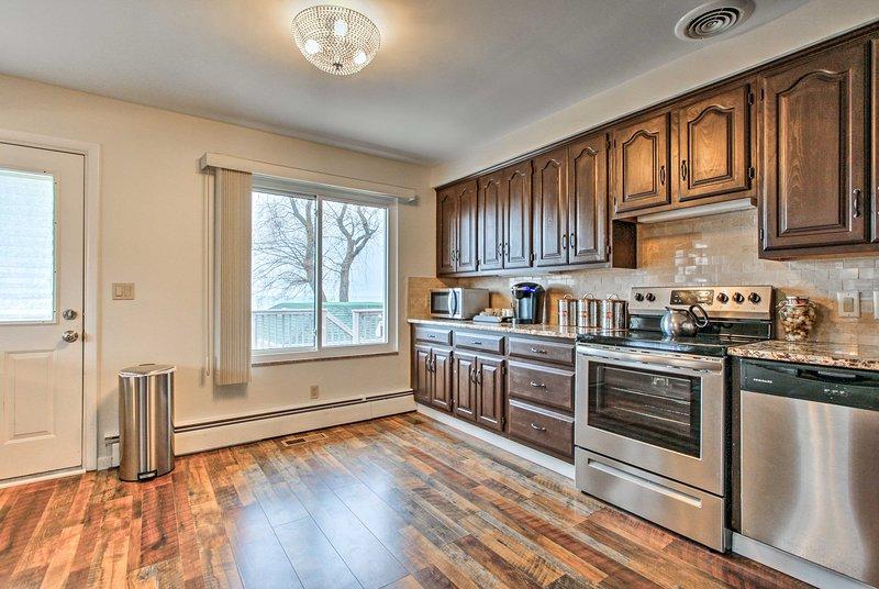 Concebido para impressionar, a cozinha dispõe de aparelhos de aço inoxidável.