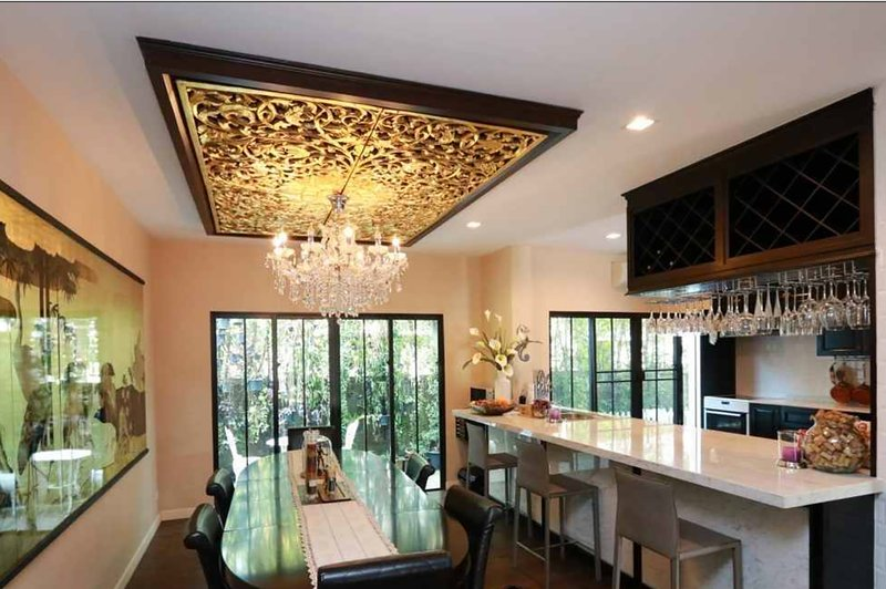 Exquisite villa European luxury, 2 pools, Maid Transport/ Driver, breakfast free, holiday rental in Chiang Mai