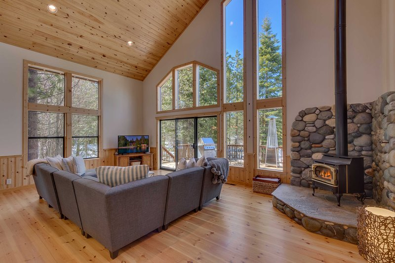 This beautiful home treats 10 travelers to their ultimate Tahoe experience.