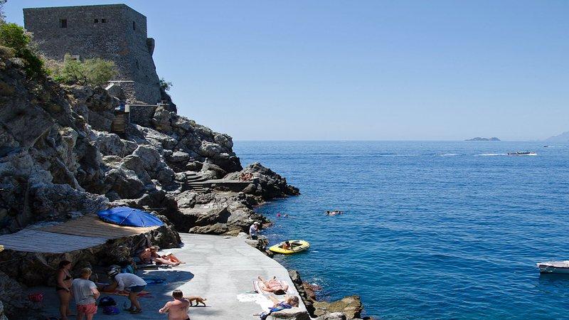 Villa Iride (40) Concrete platform with access to the sea near the villa