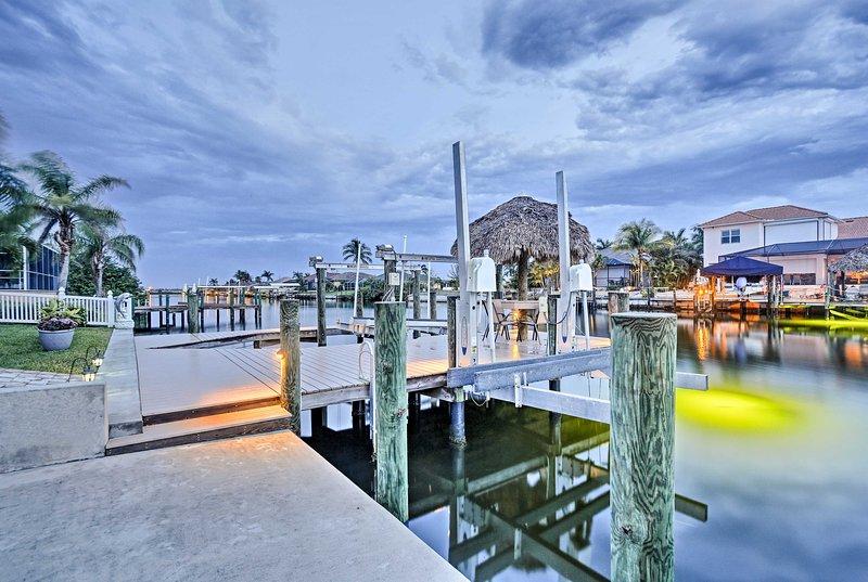 Utiliser le poisson attirer la lumière à droite du quai de cette maison!