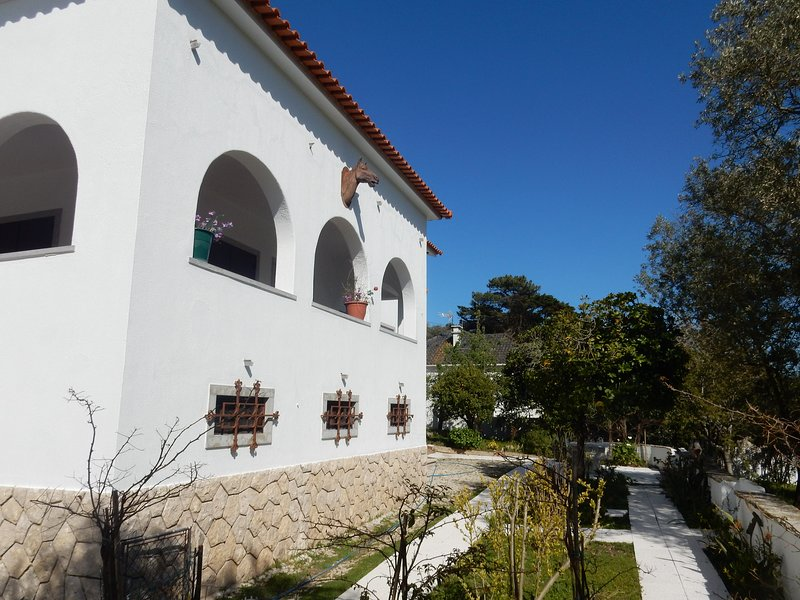 Cottage house with mountain view in Malveira, Ferienwohnung in Calhandriz