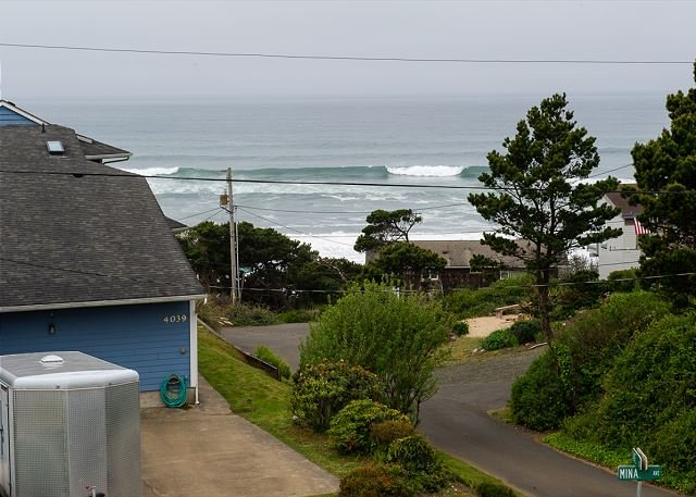 Beautiful oceanviews only moments from the beach at Sullishak in Depoe Bay!, location de vacances à Depoe Bay