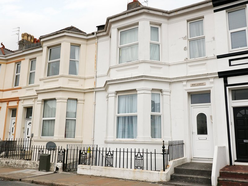 GARDEN APARTMENT, ideal for families or couples, homely interior, near, location de vacances à Plymouth