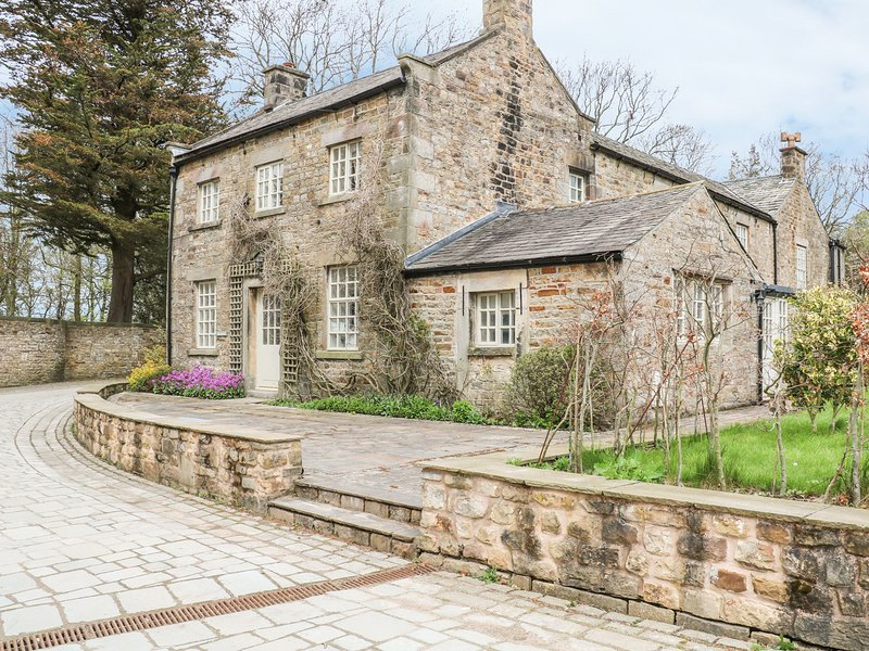 BALLOO, converted coach house, near Forest of Bowland AONB, Lancaster 7.5, vacation rental in Overton