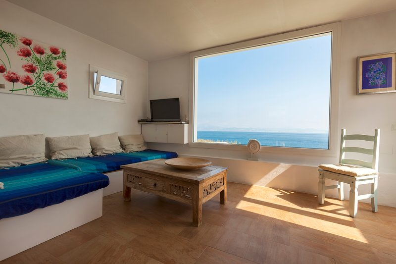 Beach Front Villa Amazing Views WIFI, vacation rental in Tarifa