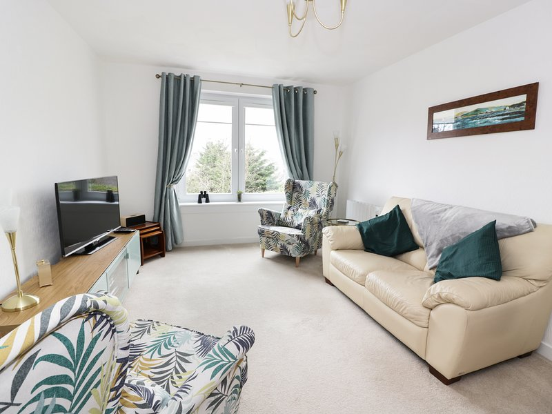 MACS PLACE, WiFi, centre of Largs, Glasgow 31 miles, Ref 980233, vacation rental in Largs