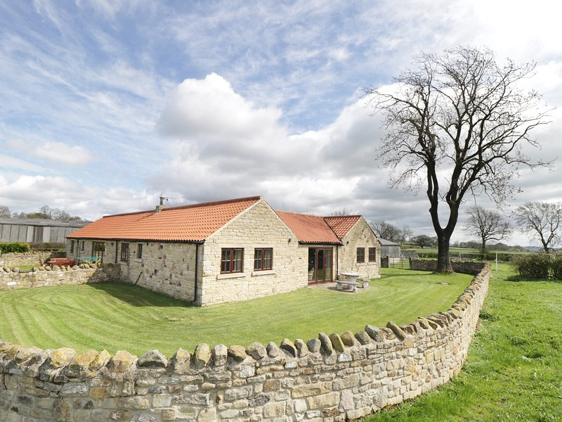 WELLBERRY, all ground floor, en-suite wet room, woodburner, off road parking, casa vacanza a Ingleton
