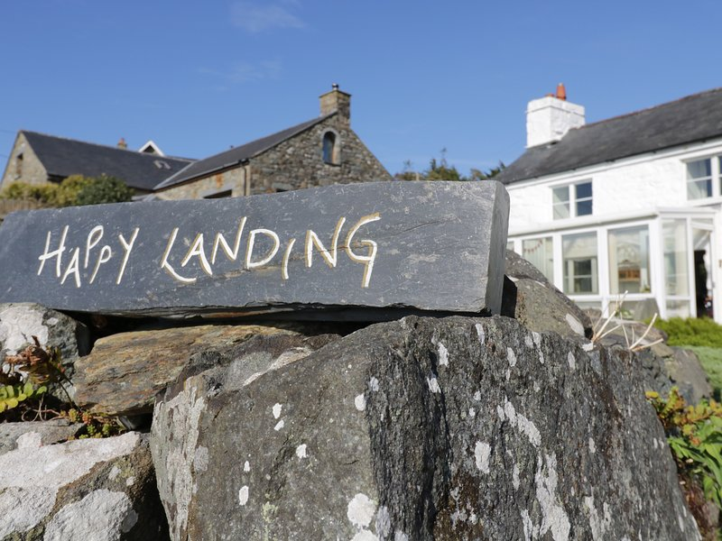 HAPPY LANDING, sea views, en-suite, Llanfair, Ferienwohnung in Harlech