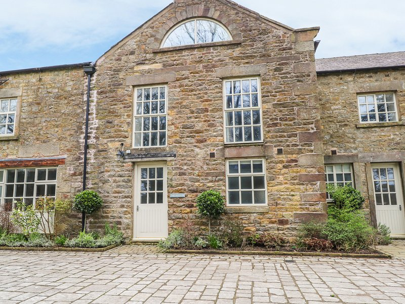 HUDSON, on grounds of Wyreside Hall, nr Forest of Bowland, Lancaster 7.5 miles, vacation rental in Overton