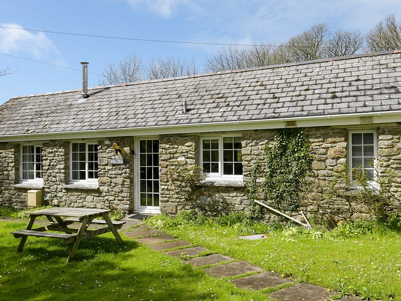 OLD MILL COTTAGE, barn conversion, open-plan, Camelford 2 miles, Ref 964223, Ferienwohnung in Camelford
