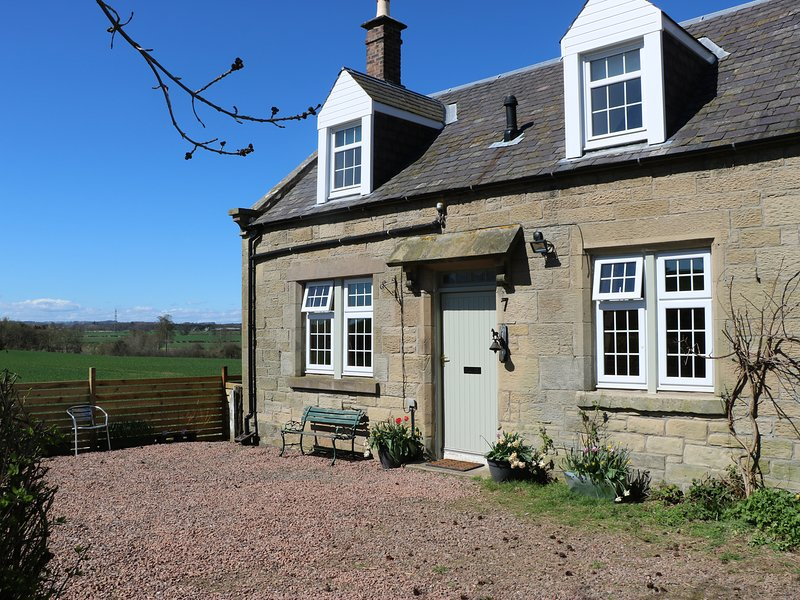 7 SWINTON MILL COTTAGE, incredible countryside views, delightful garden, vacation rental in Heiton