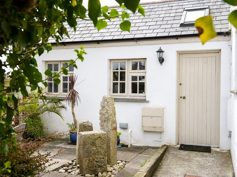 WILLOW COTTAGE, family friendly, country holiday cottage, with a garden in, holiday rental in Lanivet