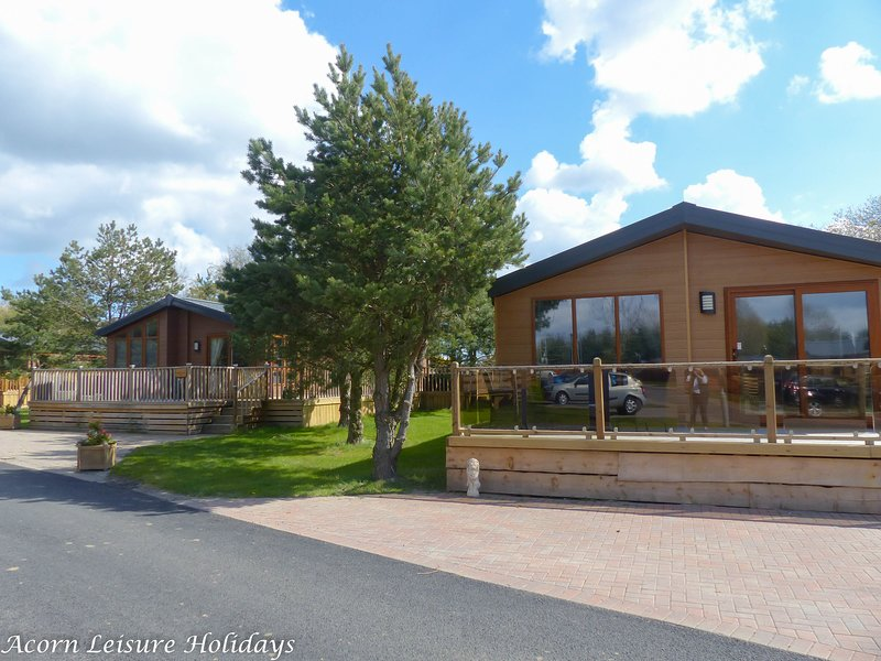 Barneys Retreat is a brand new 2 bedroom superior lodge with hot tub located on Felmoor Park.