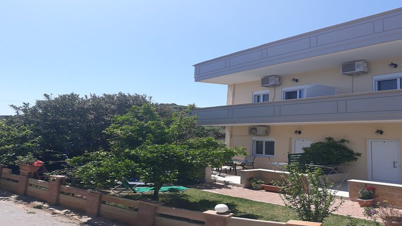 Marianna apartments 1 bedroom maisonette, holiday rental in Aspro