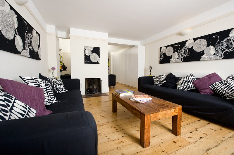 New Forest Cottage - up to 8 people with 4 bedrooms close to forest and beaches, holiday rental in Highcliffe