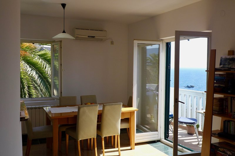 Fabulous location with panoramic views, Old Town apartment, holiday rental in Herceg-Novi Municipality