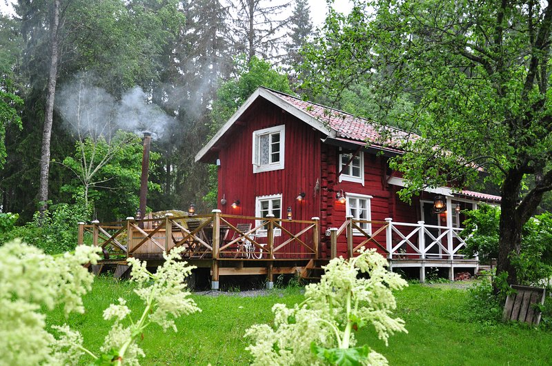 Swedish log cabin 'The Old Cottage', holiday rental in Vastmanland County