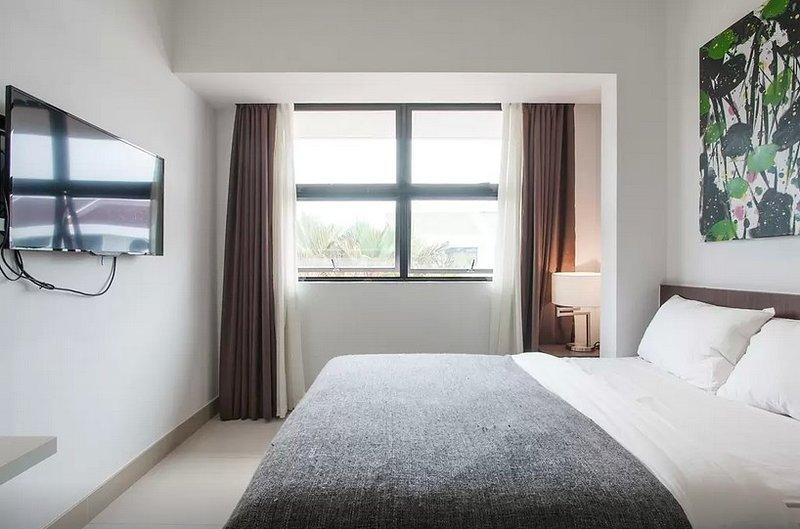 En-suites double room(5) , 5 mins walk to MRT, holiday rental in Nongsa