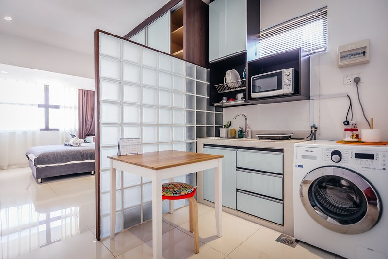 Cozy & Bright studio room(7) , 5 mins walk to MRT, vacation rental in Jurong