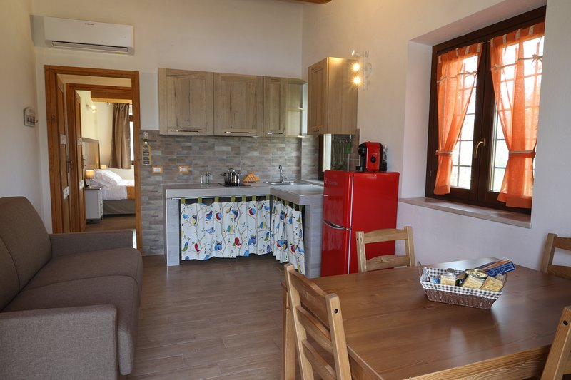 B&B COUNTRY HOUSE BORGO PRATOLE -APPARTAMENTO INDIPENDENTE, holiday rental in Cingoli