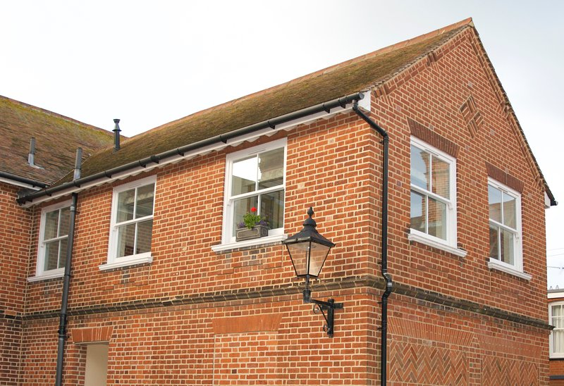 The Mews is a contemporary apartment set in a quiet courtyard, just 2 mins walk to the high street.