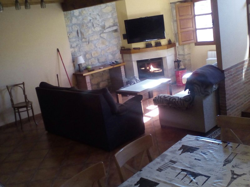 CASA RURAL EL LAUREL, holiday rental in Arguebanes