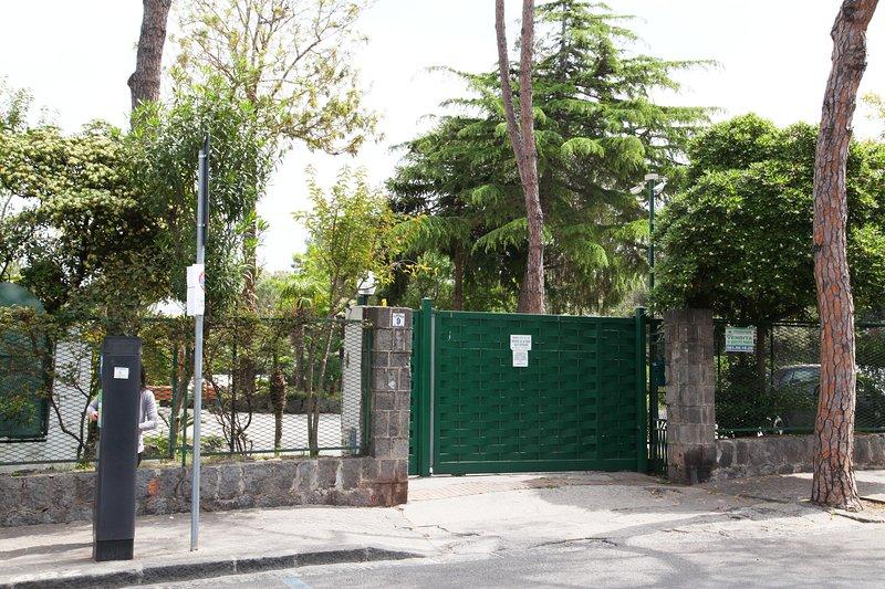 Main entrance to the park from Via Alf. De Luca