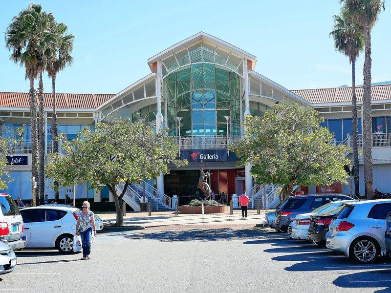 Centro comercial Galleria, un gran centro comercial 2.1 km o 5 minutos en coche