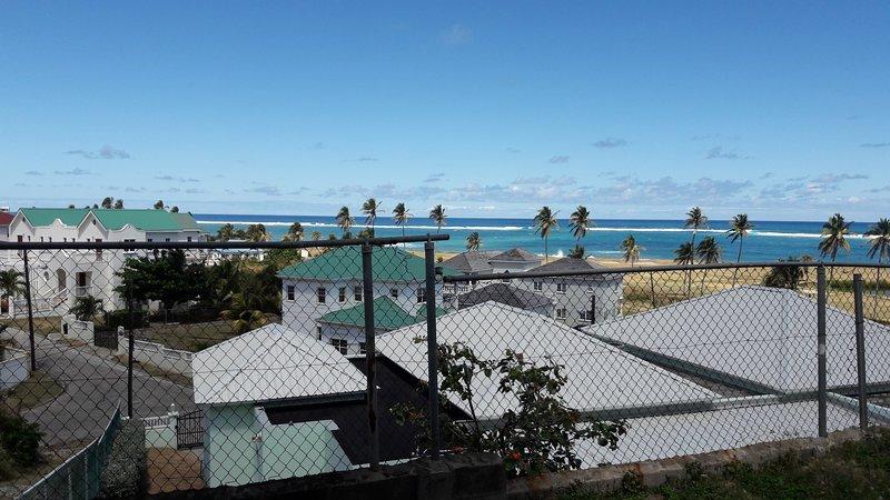 Vista desde el patio de apartamentos