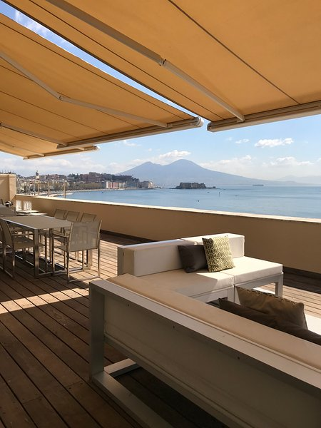 Caracciolo 13 Rooftop, holiday rental in Naples