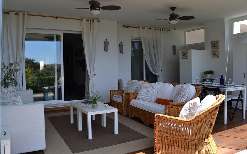 2 Bedroom Ground floor Apartment, La Mairena, holiday rental in Ojen