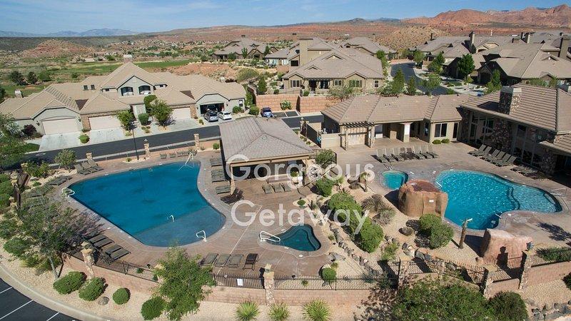 Venez vous ressourcer dans notre année piscines chauffées et un bain à remous!