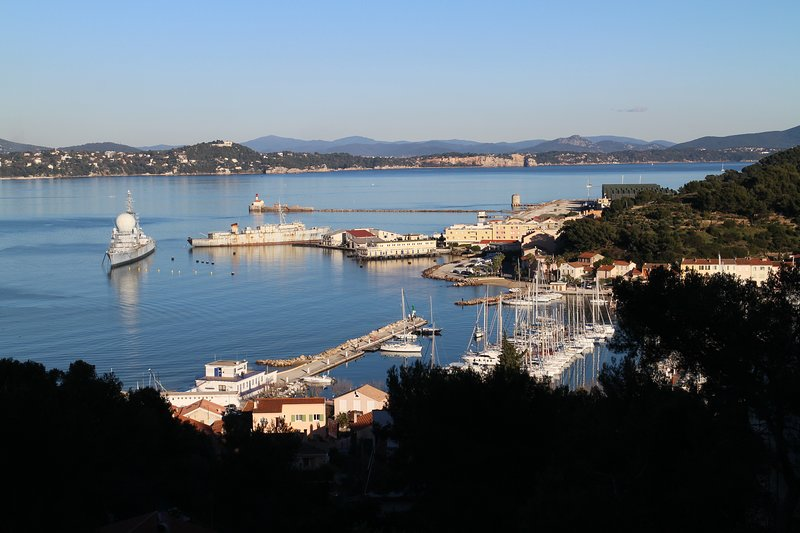 Magnifique appartement vue panoramique sur la mer, vacation rental in Saint-Mandrier-sur-Mer